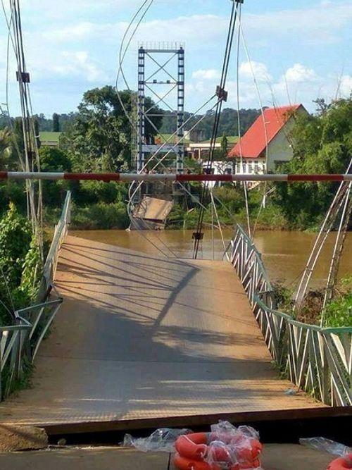 Xác định nguyên nhân vụ sập cầu treo Tà Lài, 4 người rơi xuống sông - Ảnh 1