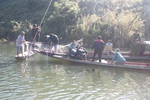 Giăng lưới tìm kiếm nạn nhân mất tích vụ lật thuyền tại Lai Châu - Ảnh 2