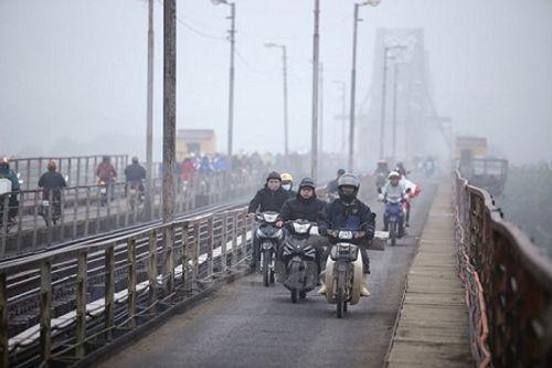 Biển Đông hứng áp thấp, miền Trung mưa lớn, Bắc Bộ không khí lạnh tăng cường - Ảnh 2