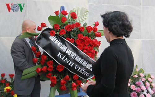 Chủ tịch Quốc hội Nguyễn Thị Kim Ngân viếng lãnh tụ Cuba Fidel Castro - Ảnh 2