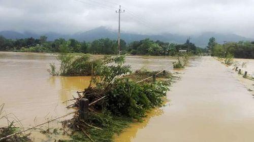 Thừa Thiên - Huế: Cầu trôi, 1 xã hơn 1.400 người bị cô lập - Ảnh 3