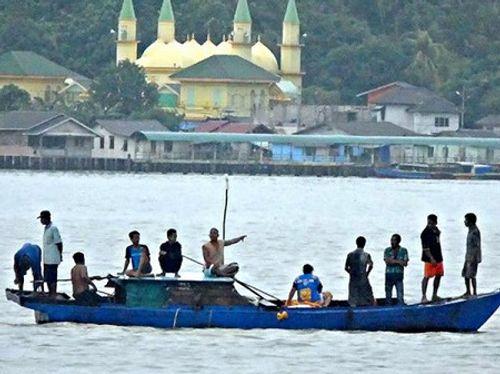 Đắm tàu tại Indonesia, ít nhất 20 lao động di cư thiệt mạng - Ảnh 1