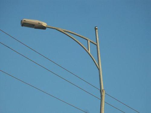 """Nhiều trụ đèn """"tử thần"""" rình rập người đi đường tại Thừa Thiên - Huế - Ảnh 5"""