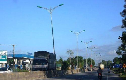 """Nhiều trụ đèn """"tử thần"""" rình rập người đi đường tại Thừa Thiên - Huế - Ảnh 1"""