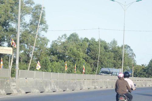 """Nhiều trụ đèn """"tử thần"""" rình rập người đi đường tại Thừa Thiên - Huế - Ảnh 2"""