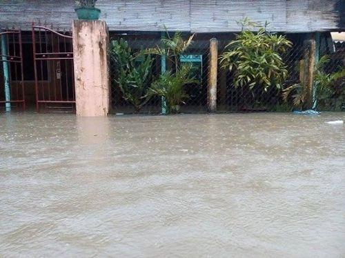 Huế: Nước sông tiếp tục dâng cao, nhiều nhà dân ngập nặng hơn 1m - Ảnh 2