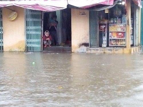 Huế: Nước sông tiếp tục dâng cao, nhiều nhà dân ngập nặng hơn 1m - Ảnh 3