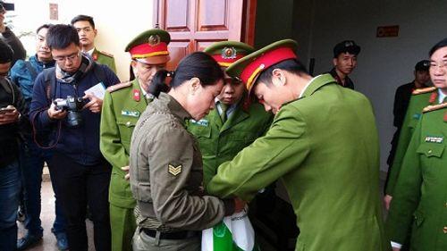 Xét xử vụ thảm án tại Quảng Ninh: Bị cáo đeo dụng cụ chống cắn lưỡi tự tử - Ảnh 2