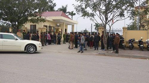 Xét xử vụ thảm án tại Quảng Ninh: Bị cáo đeo dụng cụ chống cắn lưỡi tự tử - Ảnh 3