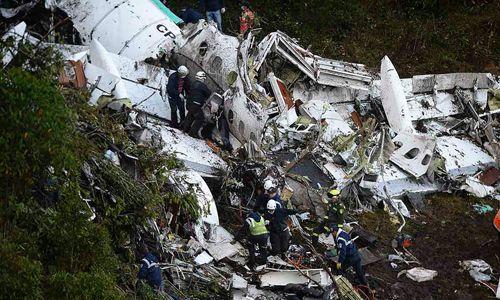 Đình chỉ hãng hàng không chở đội bóng Brazil gặp nạn ở Colombia - Ảnh 1