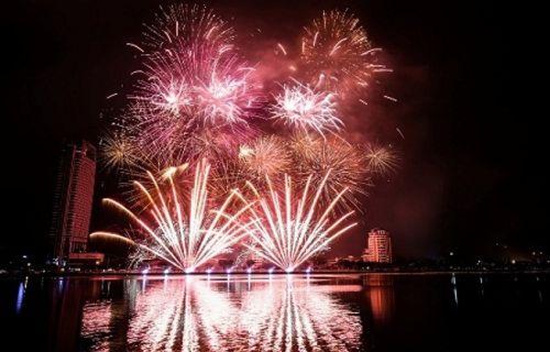 Năm 2017, Đà Nẵng tổ chức lễ hội pháo hoa trong 2 tháng - Ảnh 1