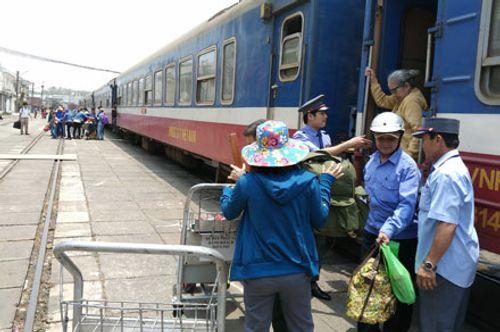 Giá vé tàu Tết Đinh Dậu cao nhất gần 2,3 triệu đồng - Ảnh 1