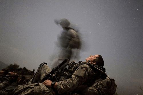 12 binh sĩ Afghanistan bị đồng đội sát hại khi ngủ - Ảnh 1