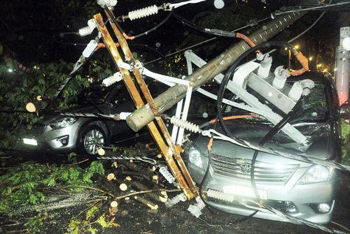 """TP HCM lại mưa lớn gây ngập nặng, người dân """"bơi"""" giữa đường - Ảnh 9"""