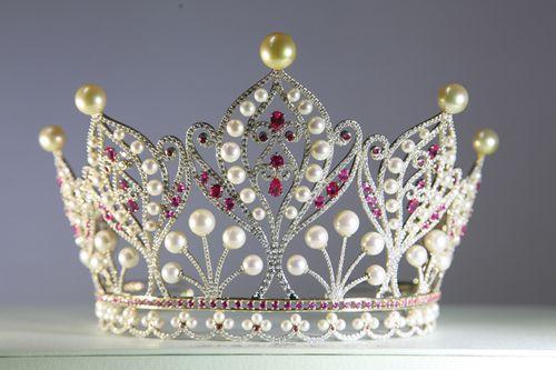 Kỳ 3: Mua danh Hoa hậu: Bỏ 1, thu 10! - Ảnh 1