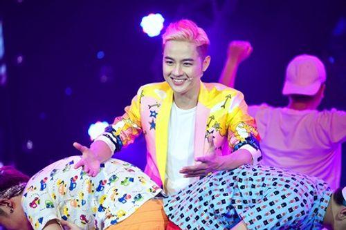 """Lam Trường nhảy cực sung """"xông đất"""" minishow của Âm Nhạc & Bước Nhảy - Ảnh 4"""