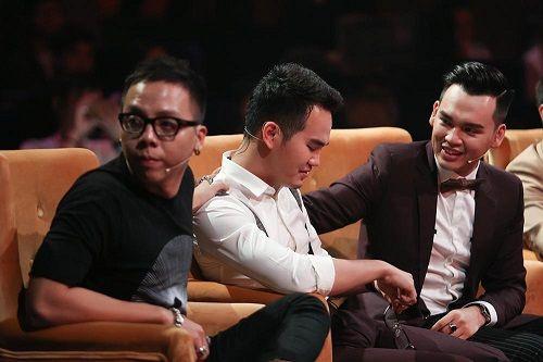 Em trai Khắc Việt bật khóc nức nở khi nhắc đến mẹ trên truyền hình - Ảnh 2