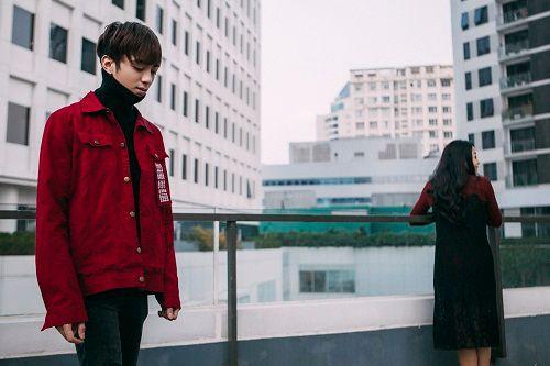 Soobin Hoàng Sơn phát ngốt vì mặc áo khoác đại hàn giữa ngày nóng bức - Ảnh 2