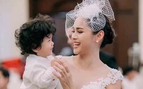"""Á hậu Diễm Châu: """"Sau khi sinh con, tôi khóc nhiều hơn"""" - Ảnh 1"""