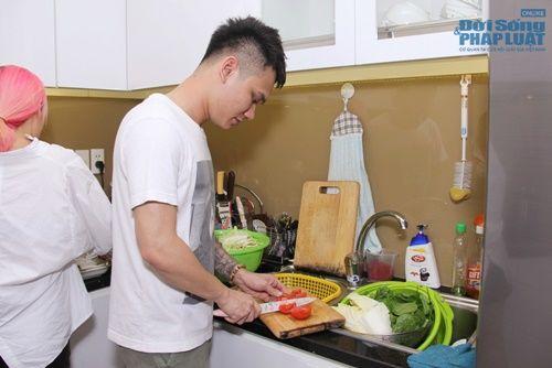 """Khắc Việt vẫn tranh thủ vào bếp nấu ăn dù """"Ngày cưới"""" cận kề - Ảnh 5"""