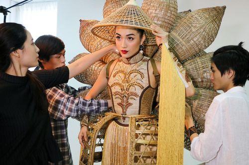 Chưa bao giờ trang phục dân tộc của Việt Nam mới lạ và độc đáo đến thế - Ảnh 1