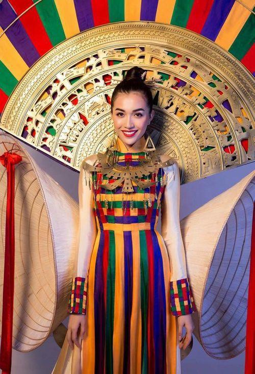Chưa bao giờ trang phục dân tộc của Việt Nam mới lạ và độc đáo đến thế - Ảnh 4