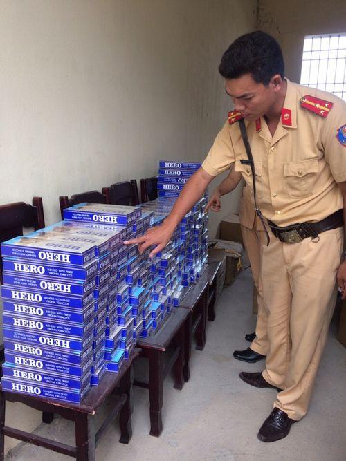 Thanh Hóa: Bắt 2.000 gói thuốc Hero lậu trên đường đi tiêu thụ - Ảnh 1