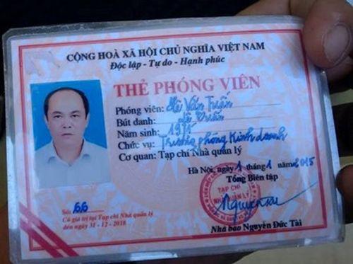 """Vụ tông xe vào cổng UBND tỉnh rồi xưng """"nhà báo"""": Xử phạt 17 triệu đồng - Ảnh 2"""