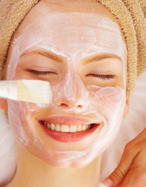 Bật mí các cách làm đẹp da mặt sau sinh bằng sữa mẹ - Ảnh 1