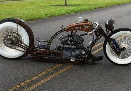 Độc đáo những chiếc xe máy làm từ phế liệu của cậu bé nhặt rác - Ảnh 2