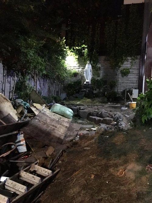 Hình ảnh tan hoang của nhà Đàm Vĩnh Hưng sau ồn ào trả nợ thay mẹ - Ảnh 1