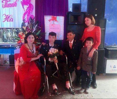 Cảm động với hình ảnh cô dâu xinh đẹp đẩy xe lăn cùng chồng vào lễ đường - Ảnh 4