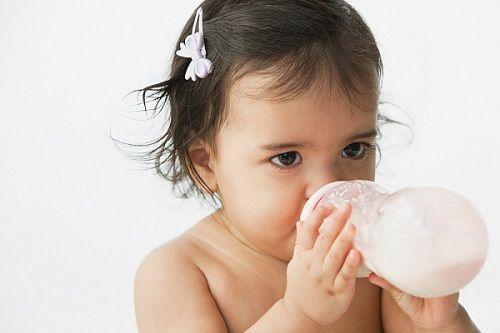 Kinh nghiệm chọn sữa cho bé trên 1 tuổi phù hợp nhất - Ảnh 1