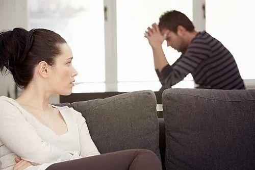 Chết cười với 4 bí quyết giữ chồng của cô vợ trẻ - Ảnh 1