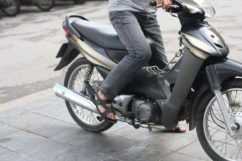 Bật mí cách khắc phục lỗi xe máy khó nổ vào mùa đông đơn giản - Ảnh 1
