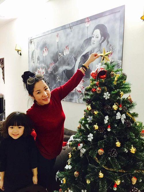 Muôn kiểu chuẩn bị chào đón Giáng Sinh của sao Việt - Ảnh 3
