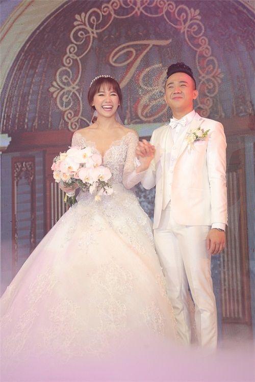 Ngỡ ngàng với nhan sắc của gia đình cô dâu trong đám cưới Trấn Thành- Hari Won  - Ảnh 1