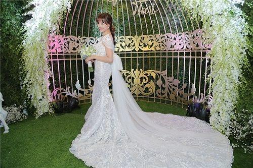 Ngỡ ngàng với nhan sắc của gia đình cô dâu trong đám cưới Trấn Thành- Hari Won  - Ảnh 2