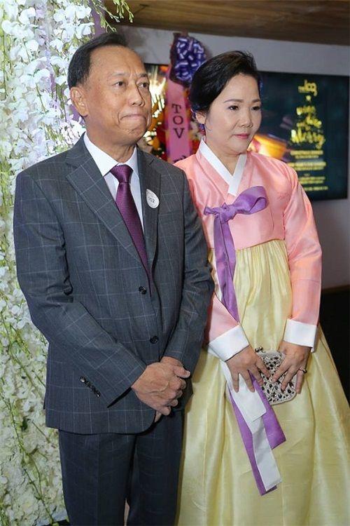 Ngỡ ngàng với nhan sắc của gia đình cô dâu trong đám cưới Trấn Thành- Hari Won  - Ảnh 3