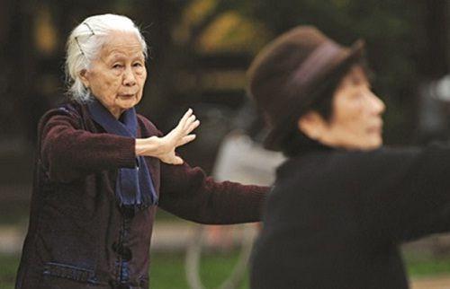 3 cách bảo vệ sức khỏe người cao tuổi trong mùa đông bạn nên biết - Ảnh 3