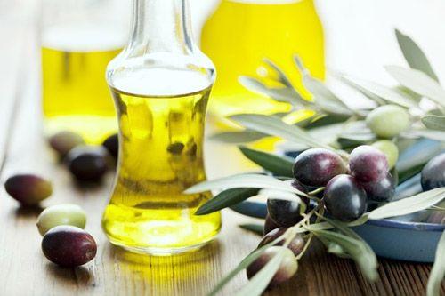 Bí quyết làm đẹp da mặt với dầu oliu hiệu quả ngay tại nhà - Ảnh 1