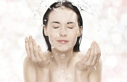 Rửa mặt đúng cách, bạn đã biết chưa? - Ảnh 2