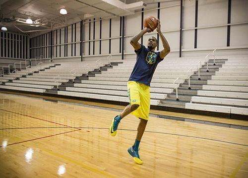 Cách chọn giày bóng rổ phù hợp với đôi chân và lối chơi - Ảnh 3