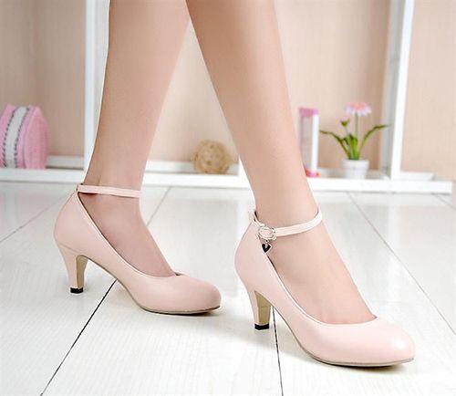 Bạn đã biết cách chọn giày cao gót phù hợp với dáng người? - Ảnh 4