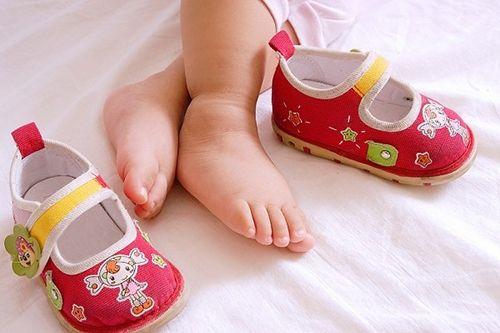 Hướng dẫn cách chọn giày dép cho bé phù hợp nhất - Ảnh 2