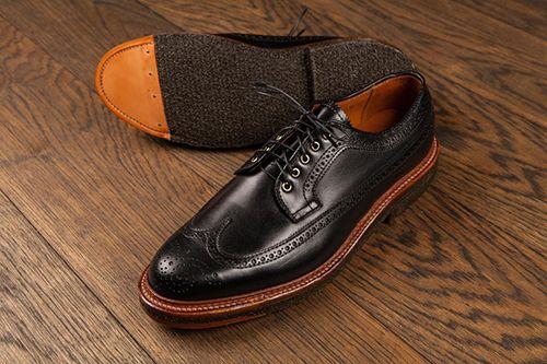 2 mẹo đơn giản giúp bạn phân biệt giày da thật và da giả    - Ảnh 1