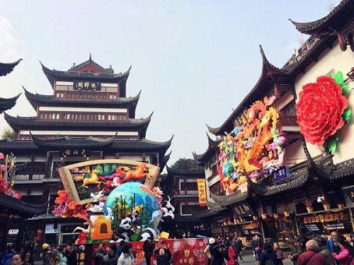 Ngọc Trinh đi du lịch Thượng Hải cùng gia đình bạn trai 72 tuổi - Ảnh 3