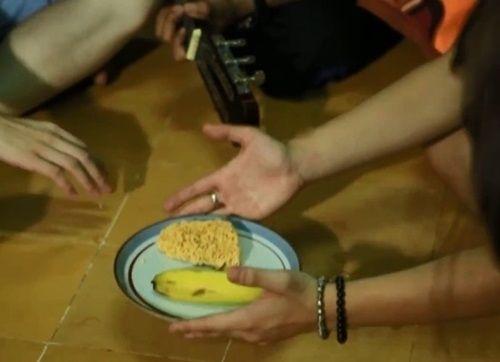Hài hước những bữa cơm cuối tháng cộp mác sinh viên - Ảnh 5