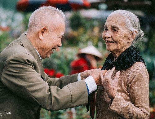 """Dân mạng """"tan chảy"""" trước bộ ảnh chọn đào Tết của đôi vợ chồng U90 - Ảnh 6"""