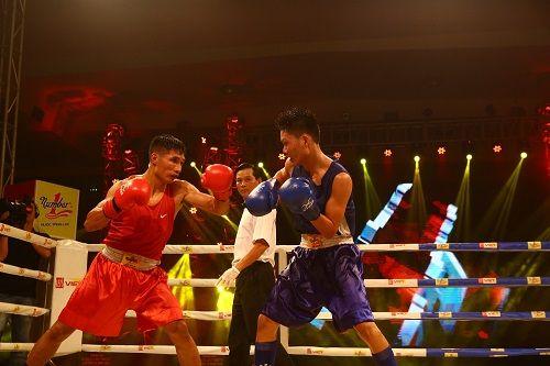 Nhà vô địch gặp phải ca khó trong trận chung kết boxing - Ảnh 1